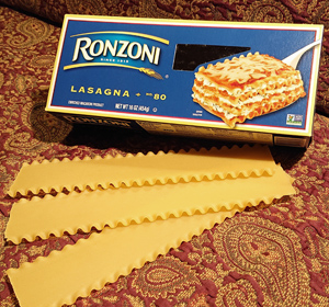 Box of Ronzoni lasagna pasta
