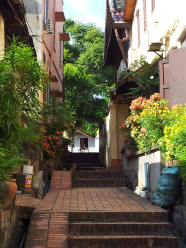 An alley shortcut in LP